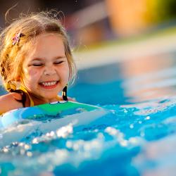 Crianças no condomínio: veja como evitar acidentes